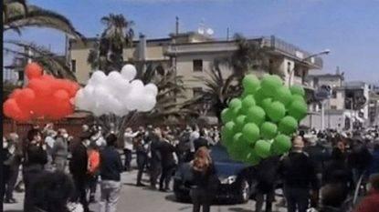 Folla al funerale del sindaco