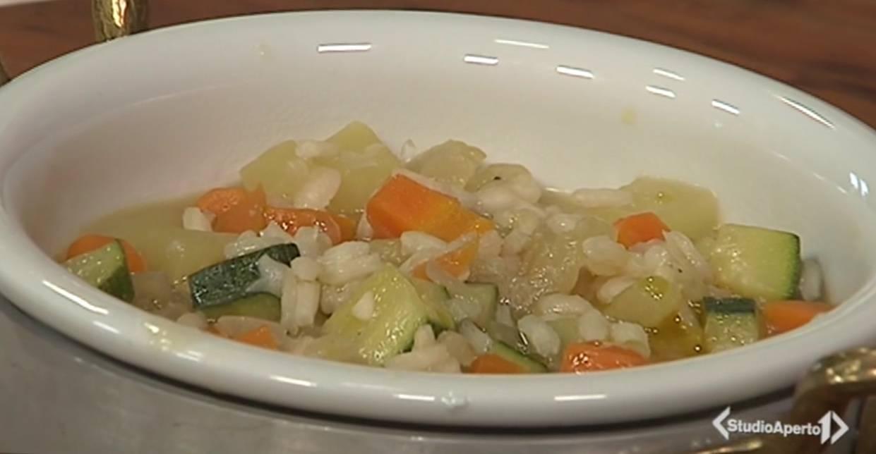 Cotto e Mangiato, ricetta 10 Aprile: minestrone riso e verdu