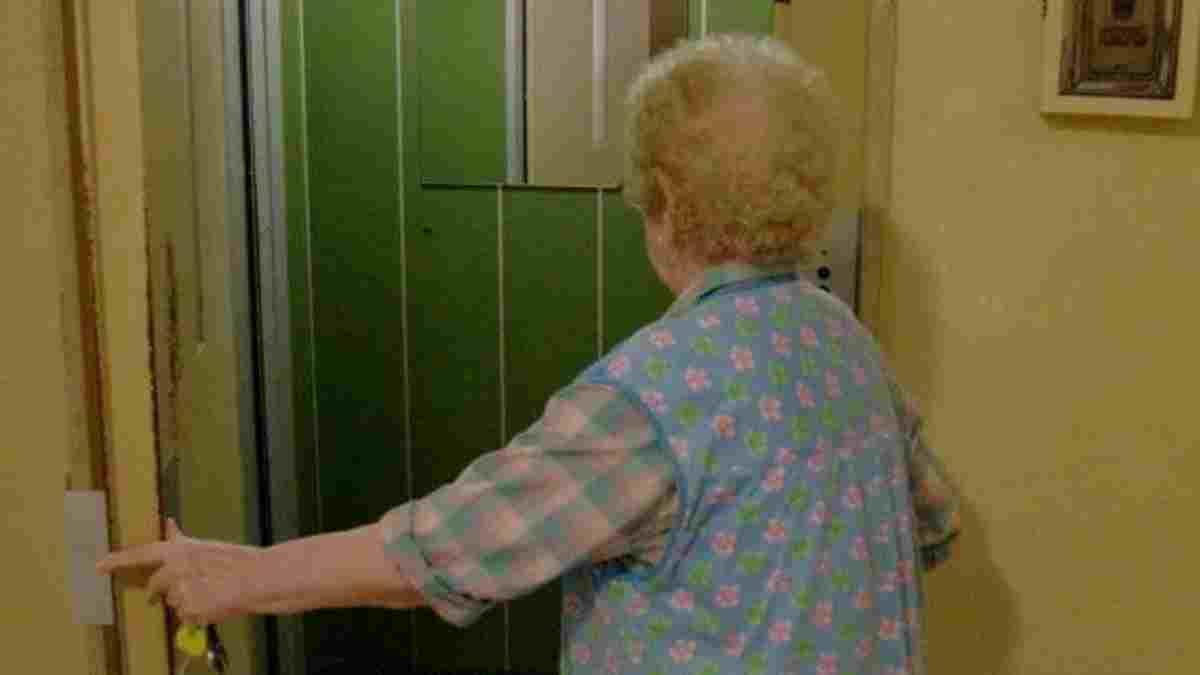 Coronavirus, fugge a 101 anni dalla casa di riposo per andare dalla figlia e festeggiare il compleanno