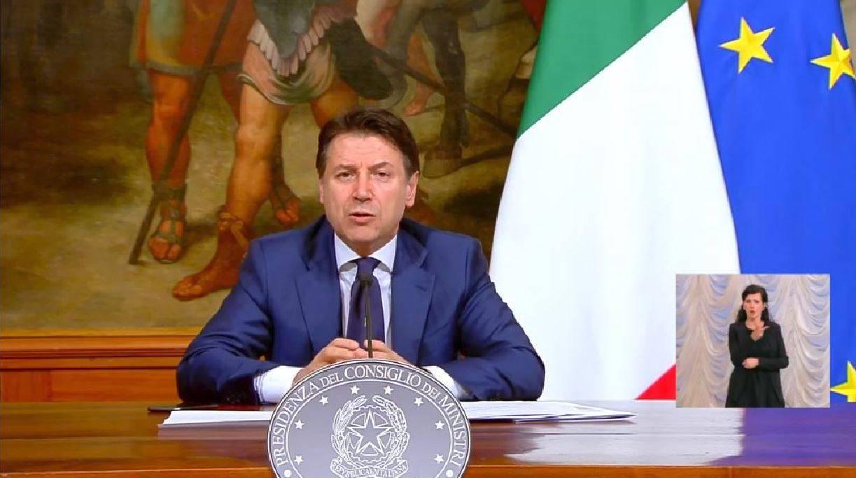 Conte presenta il nuovo Dpcm: misure restrittive prorogate f