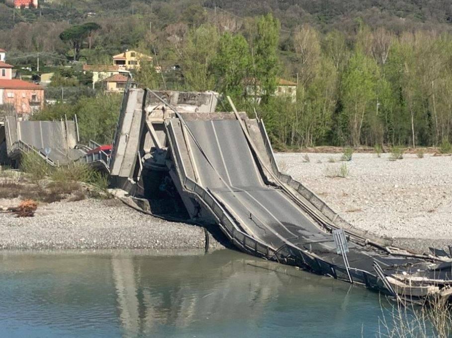 Crollo Ponte Morandi: teatrino in autostrada