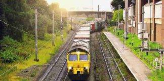 Coppia trasgressiva blocca treno merci