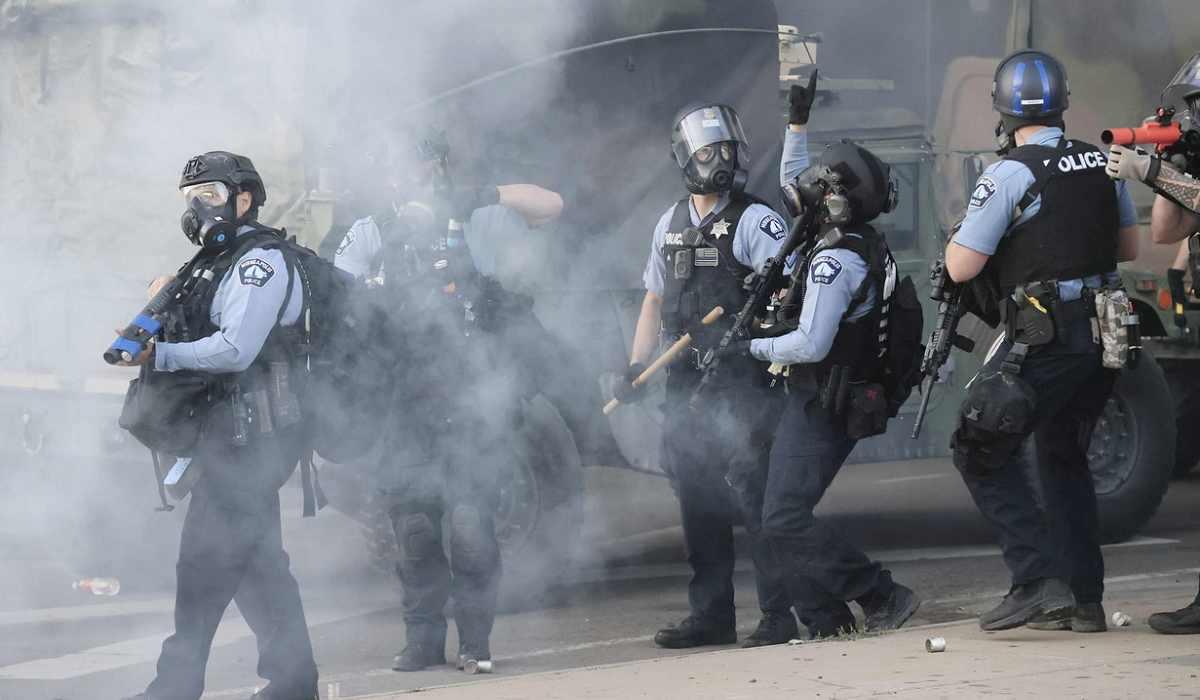 Minneapolis, protesta negli Usa, 19enne ucciso a Detroit