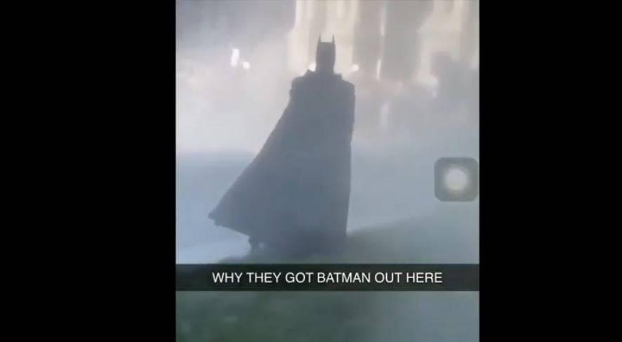 Proteste uccisione George Floyd, spunta anche batman – VIDEO