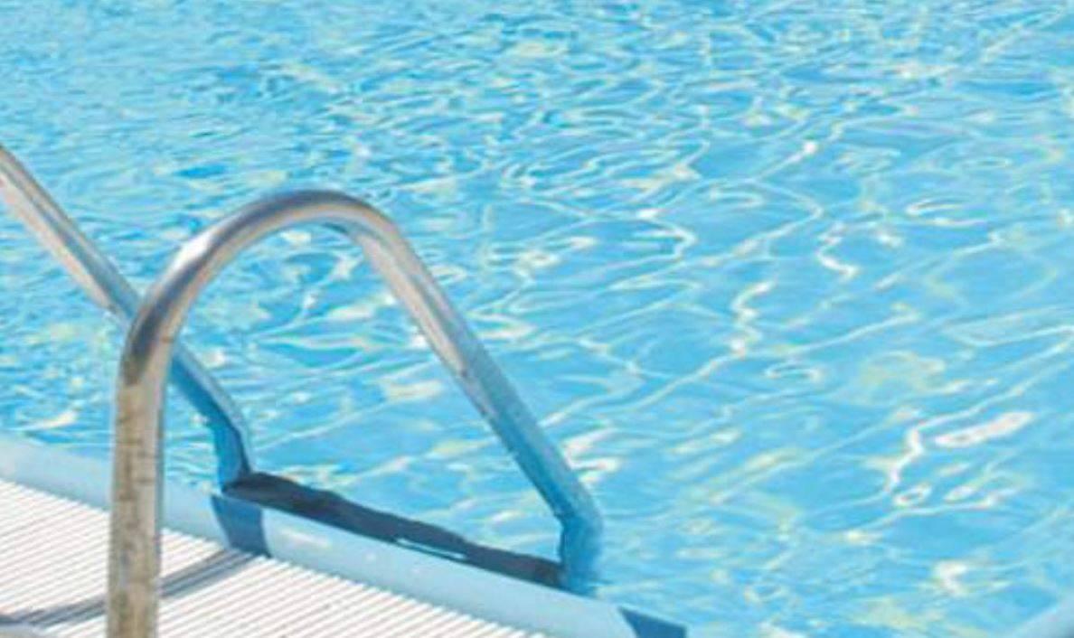 Bimbo di 4 anni muore cadendo e annegando nella piscina di casa