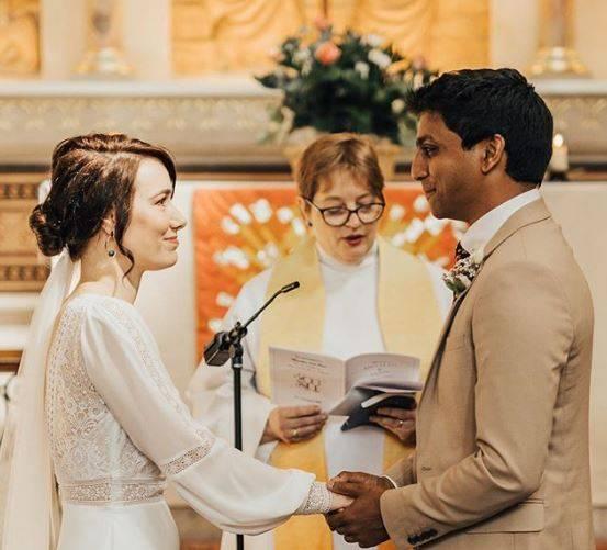 Coronavirus, medico ed infermiera si sposano in ospedale dop