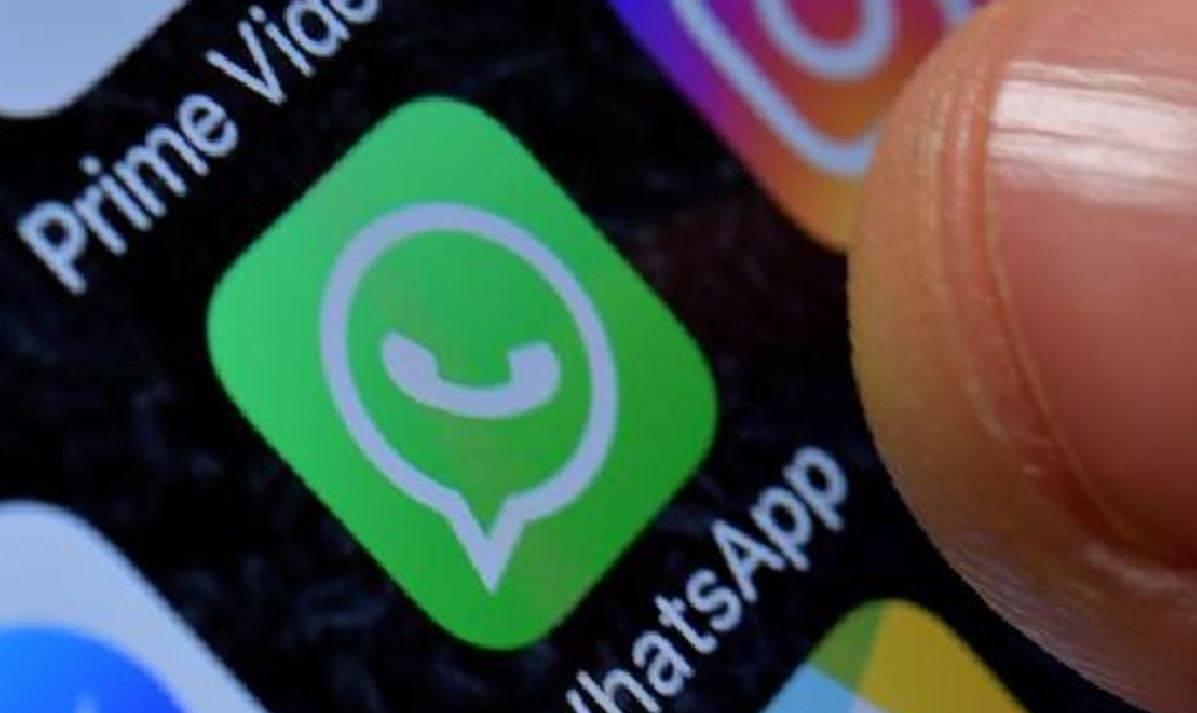 Convincono un disabile a inviare foto nudo su Whatsapp, poi