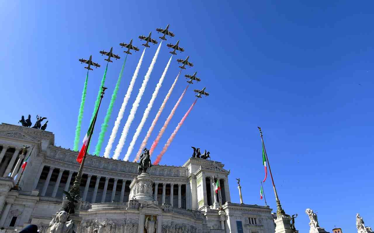 """Festa della Repubblica, Mattarella ai prefetti: """"La crisi no"""