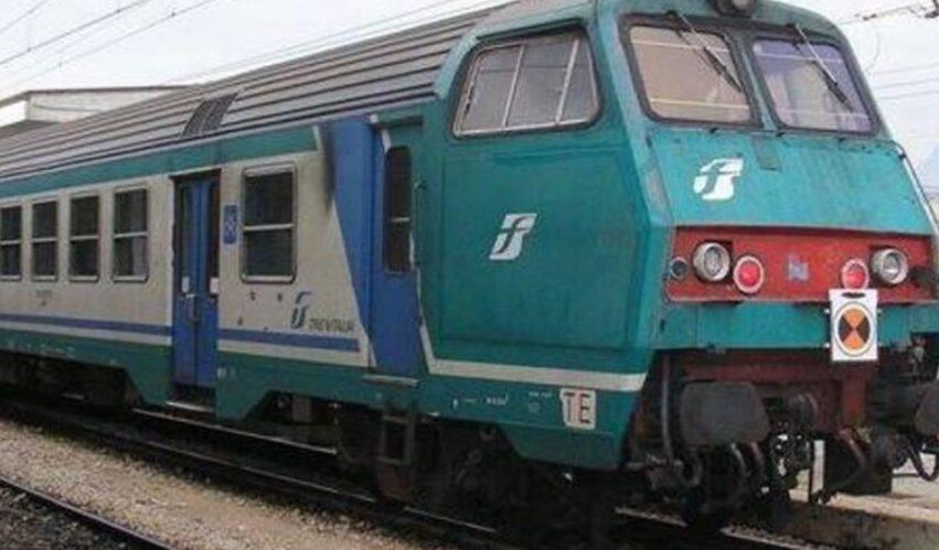 treno fermo per controlli
