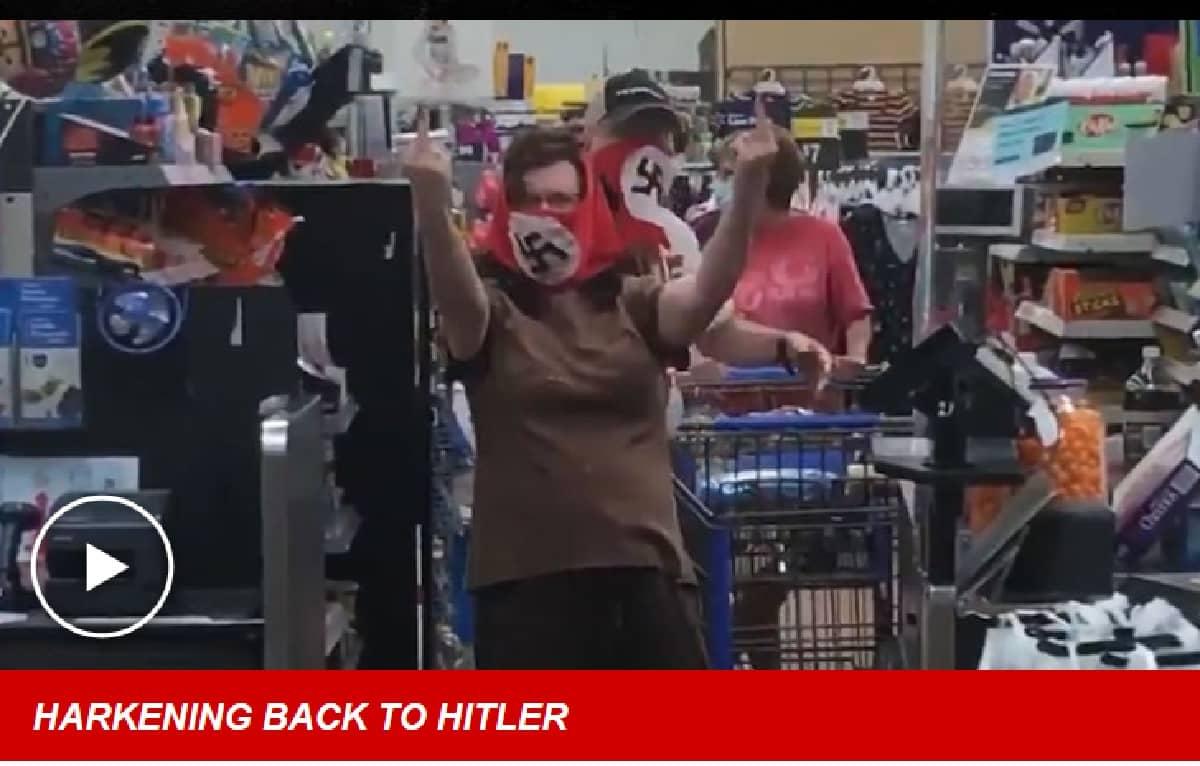 Entrano da Welmart con maschere nazi