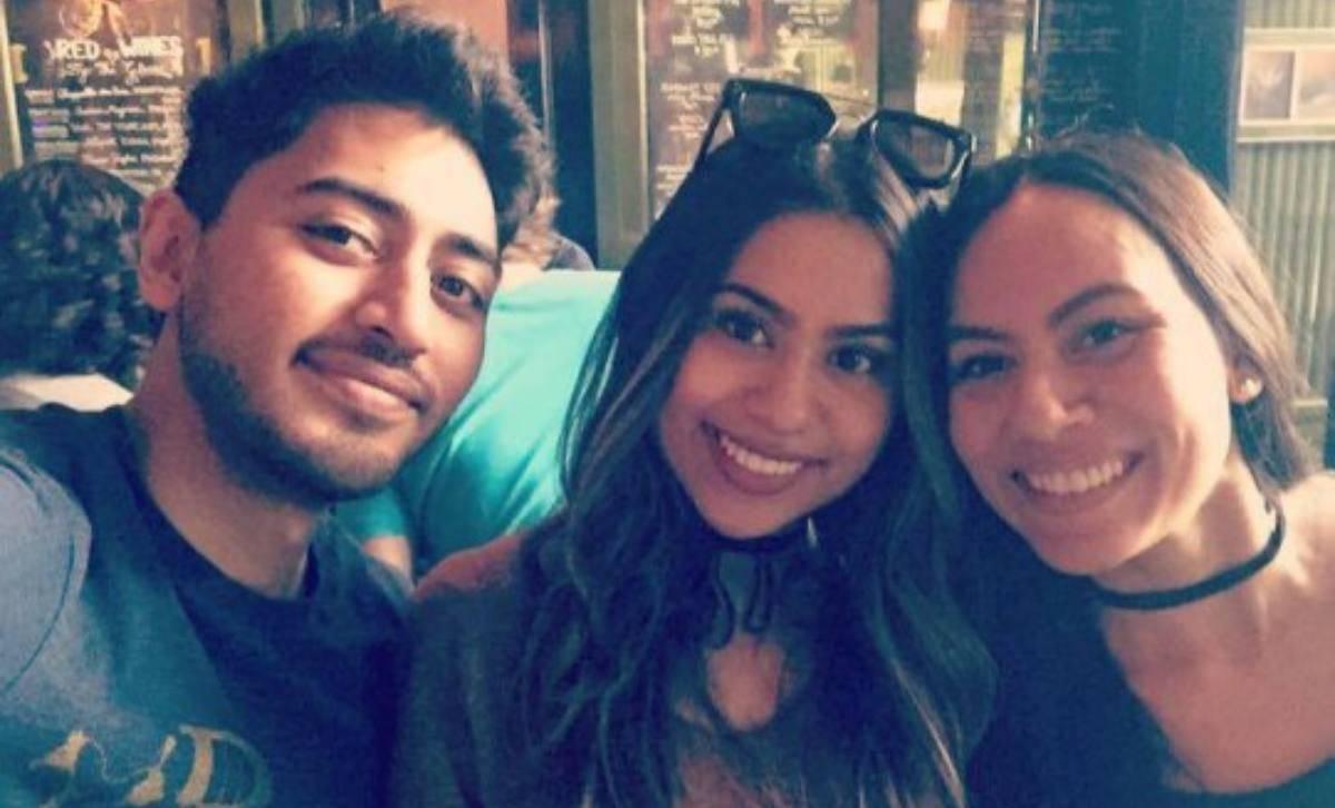 Fahim Saleh insieme alla sorella Rif e ad una amica