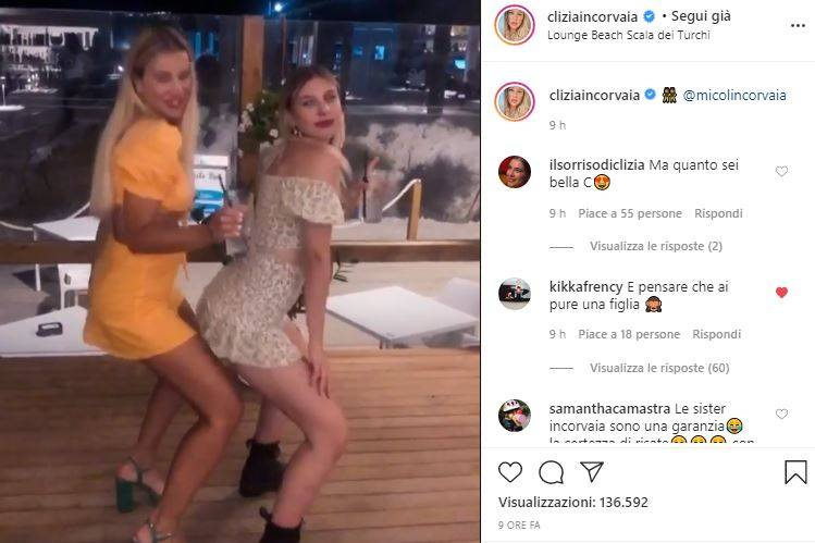 Clizia Incorvaia scatenata in discoteca con la sorella: il t
