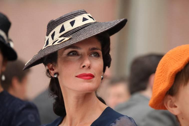 Anna Valle, curiosità e biografia dell'attrice – Miss Italia nel 1995 e ...