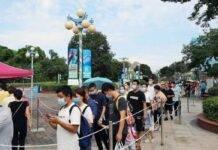 Folla presso acquario Wuhan