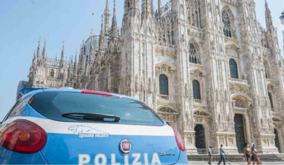 Milano, 26enne egiziano entra in duomo e minaccia con un coltello un vigilante: arrestato – VIDEO