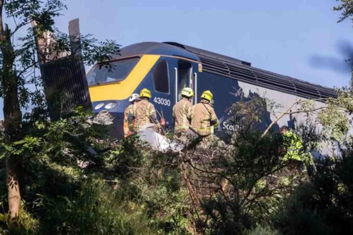 Disastro Ferroviario a Stonehaven: almeno 2 vittime ma poteva essere una strage