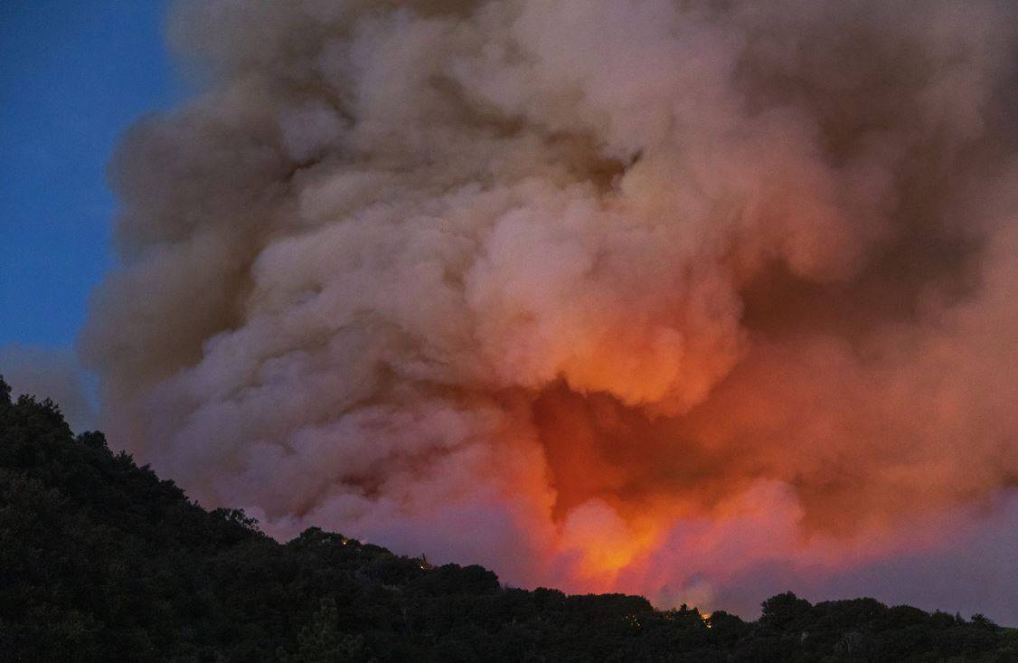 Spaventoso incendio vicino Los Angeles |  7 800 persone evacuate a causa di Apple Fire