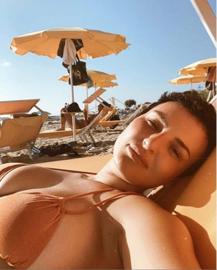arisa in bikini