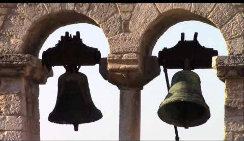 Le campane sono troppo rumorose: aggredisce parroco e sagrestano, poi fugge