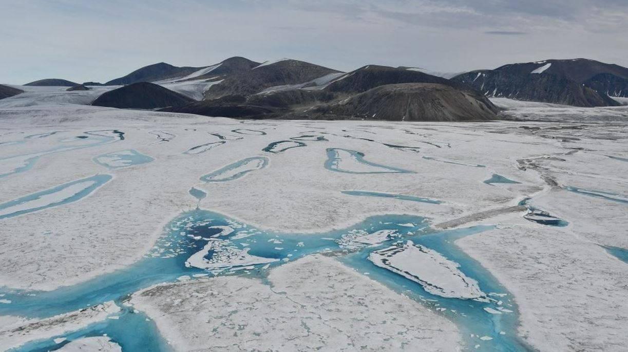 Il disastro dei cambiamenti climatici: crollata piattaforma di ghiaccio più grande di Manhattan
