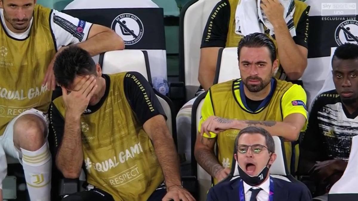 """Juventus Lione 2 1, bianconeri fuori dalla Champions – l'ironia del web: """"Finalmente qualcosa di normale nel 2020"""""""
