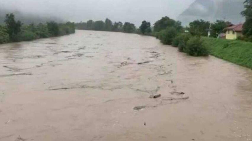 due fiumi esondaci, centinaia di persone evacuate