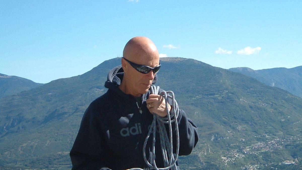 """Precipita durante una arrampicata sull'isola Tavolara di cui era innamorato: muore così """"il maestro del friabile"""""""