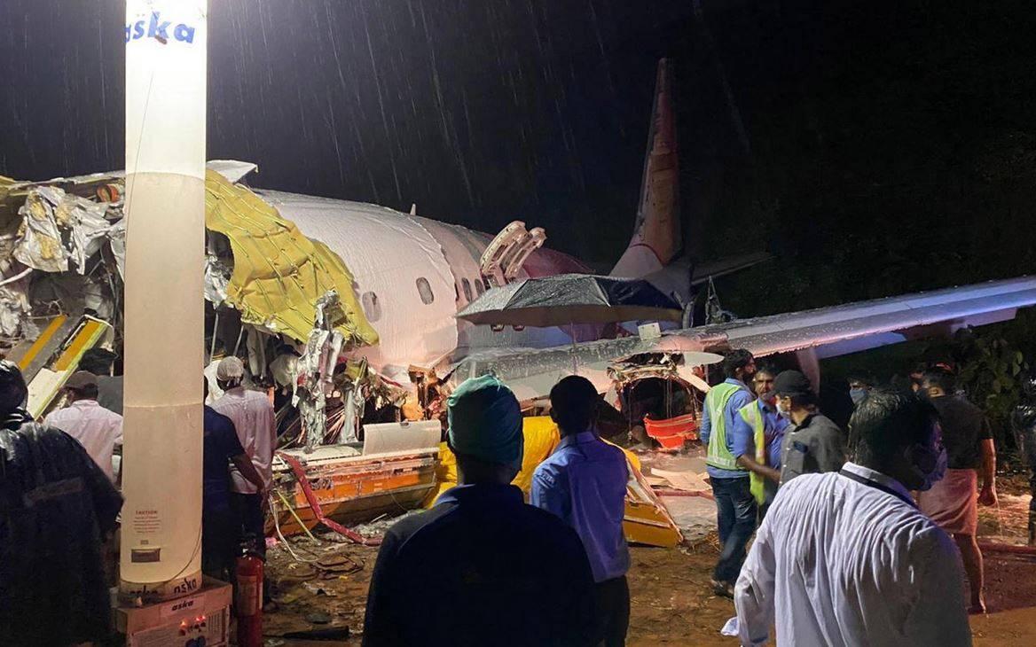 Volo Air India si schianta e si spezza in due all'aeroporto di Kozhikode, nel Kerala. Almeno 20 morti e 123 feriti