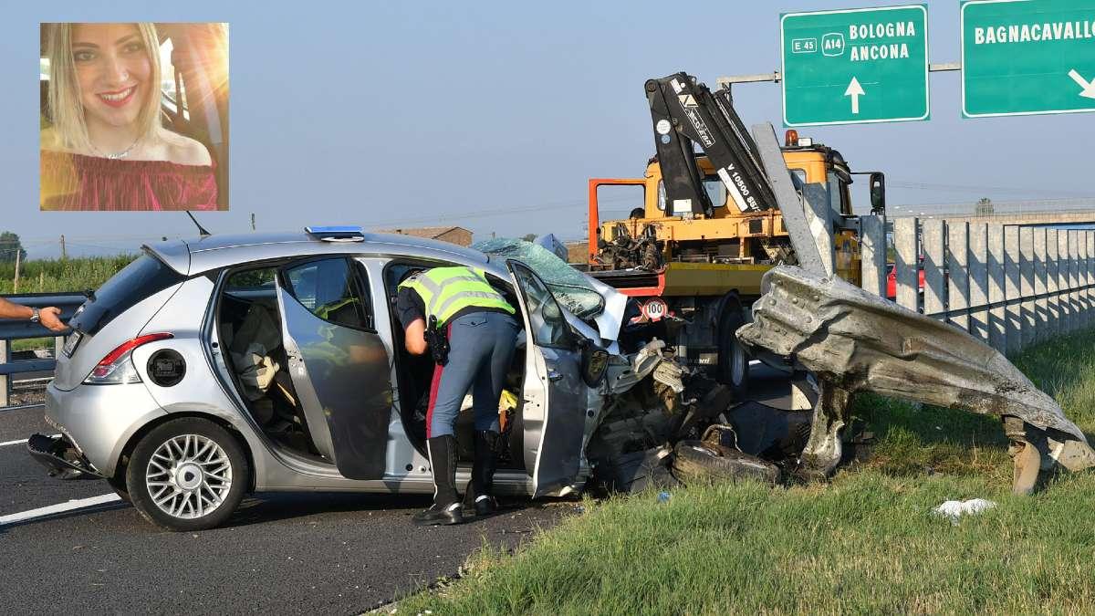 Schianto sulla A14 |  auto impatta contro il guardrail e una 24enne perde la vita sul colpo