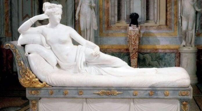 spezzate le dita della statua