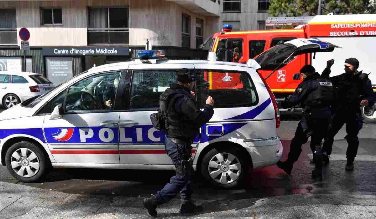 Parigi, 4 persone accoltellate vicino ex sede Charlie Hebdo