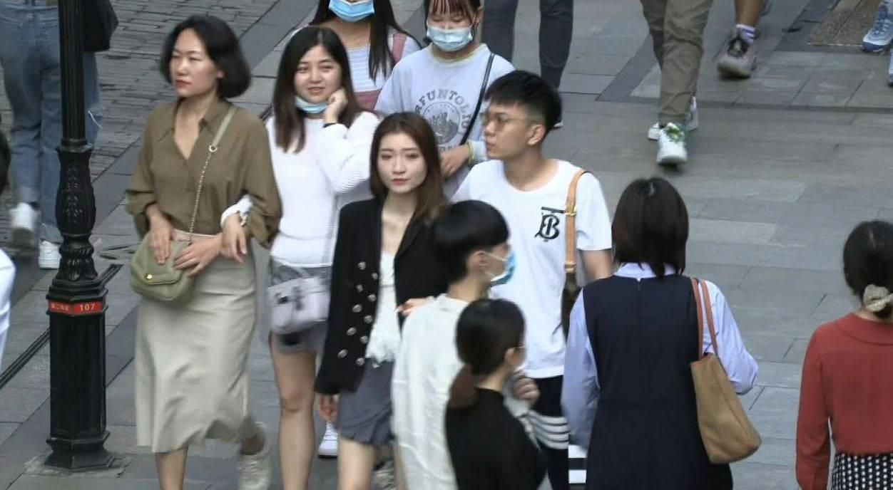 Coronavirus, a Wuhan torna la normalità: in discoteca senza mascherina nè distanziamento