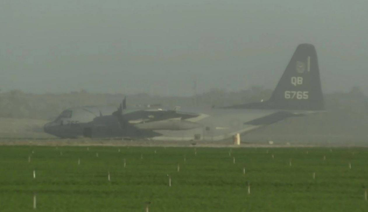 Collisione in volo tra aerei militari: atterraggio di emergenza in un campo di carote