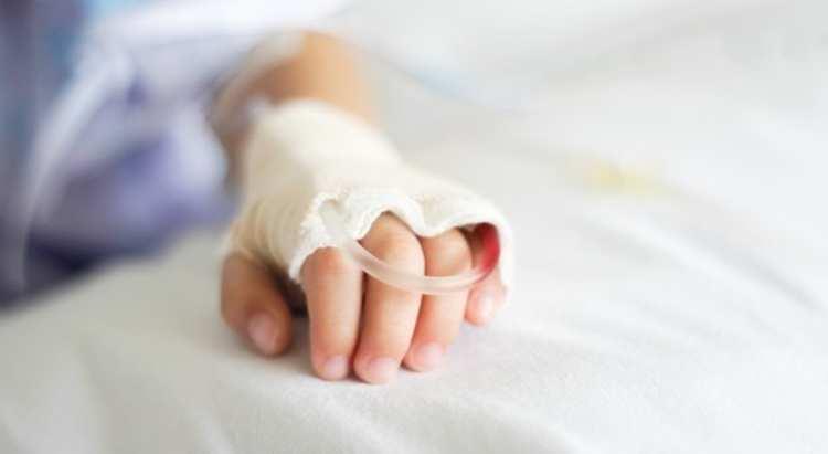 ragazza ricoverata in ospedale per violenza
