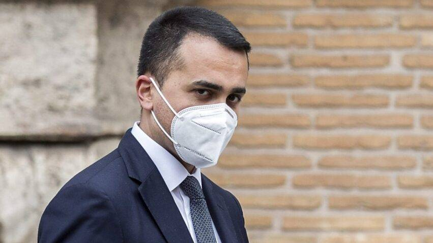 Di Maio in mascherina