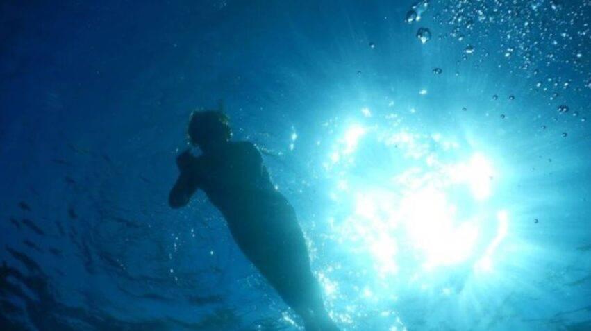 annegato davanti alla sua famiglia