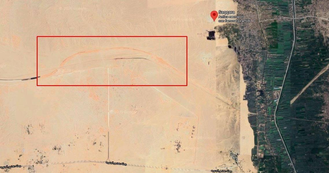 Due autostrade in costruzione tra Le Grandi Piramidi: l'opera che fa infuriare gli egittologi