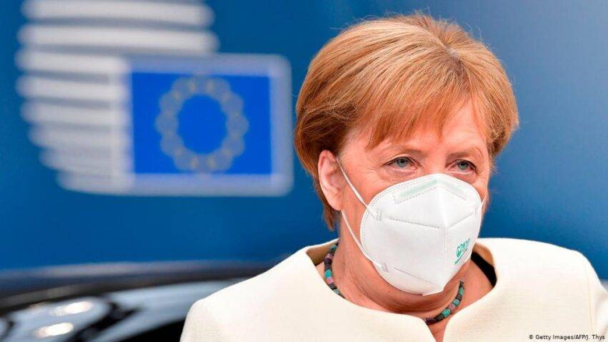 Merkel in mascherina