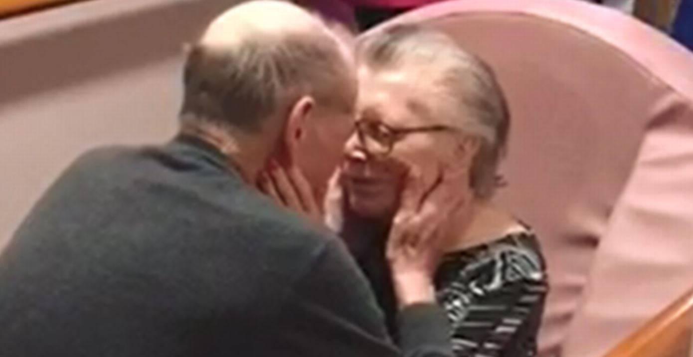 il bacio dopo mesi distanti