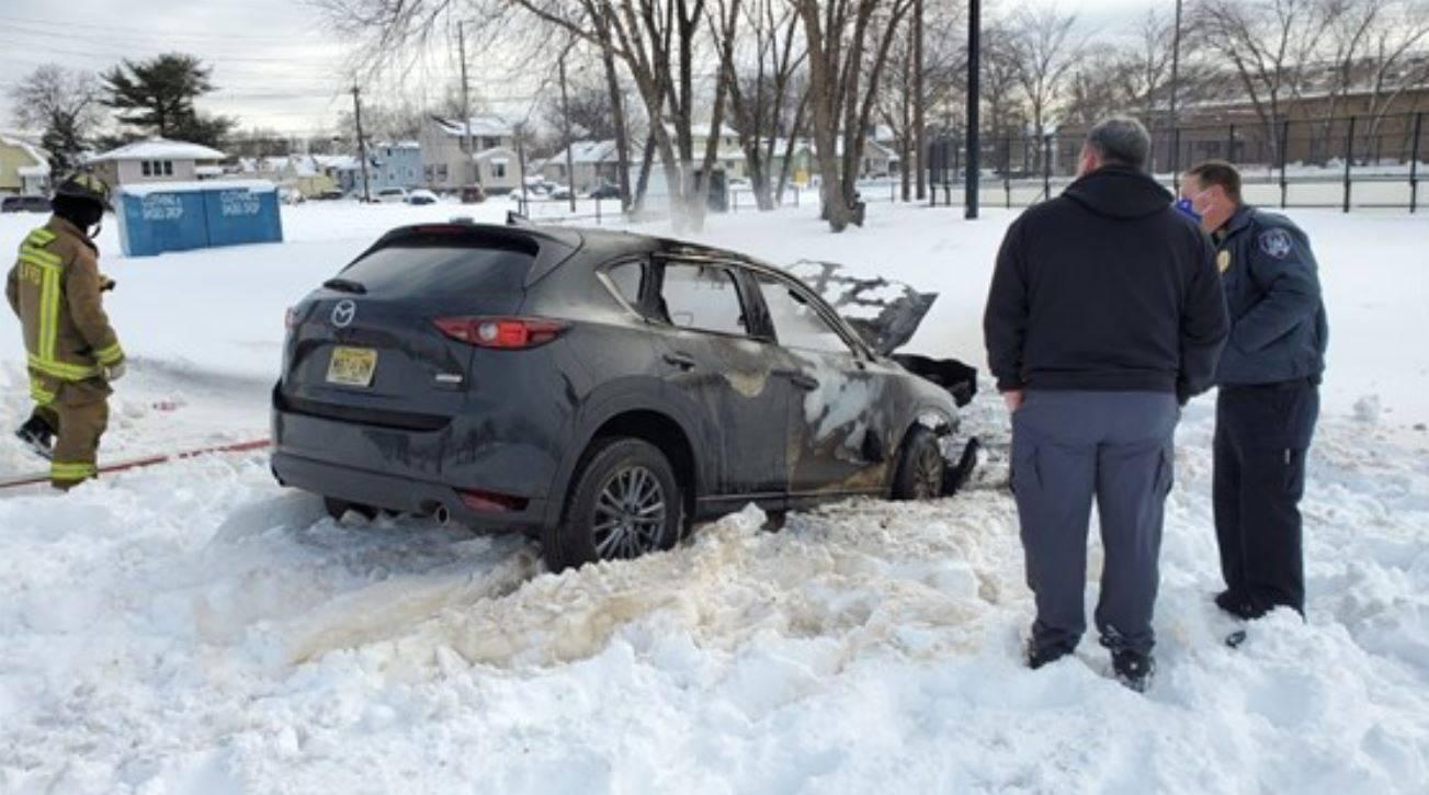 auto imprigionata nella neve