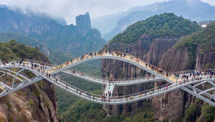 ponte futuristico