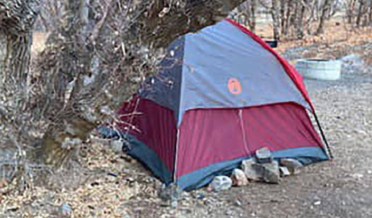 mesi in tenda da sola