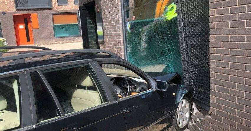 sfondato muro e distrutta una finestra